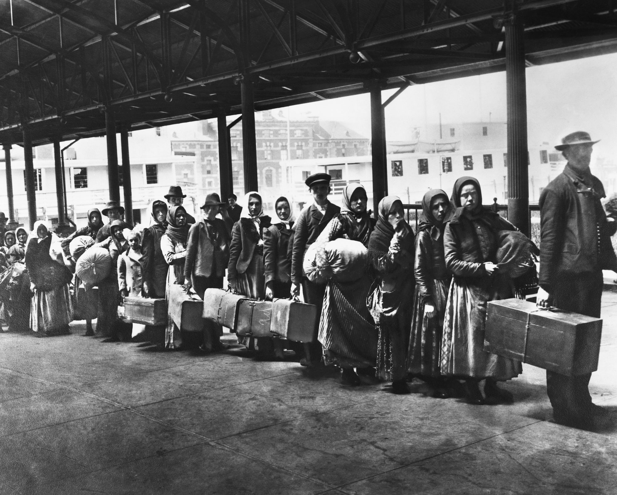 Immigrants On Line On Ellis Island Eclosio